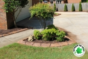 crepe-myrtle-landscaping-bed-curbing-fresh-mulch-Between-the-Edges-North-Augusta-SC